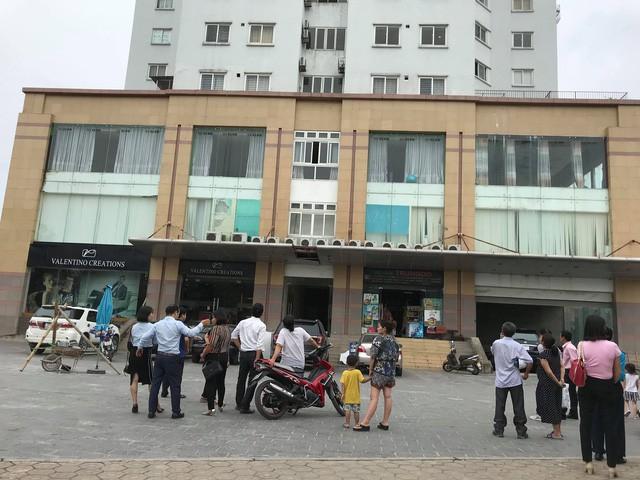 Rơi từ tầng 10 tòa nhà chung cư, người phụ nữ 60 tuổi tử vong tại chỗ - Ảnh 1.