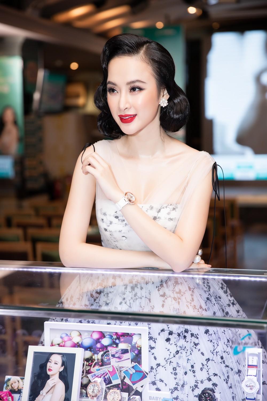 Liên tục thay đổi phong cách, Angela Phương Trinh hoá tiểu thư kiêu kì dự sự kiện - Ảnh 4.