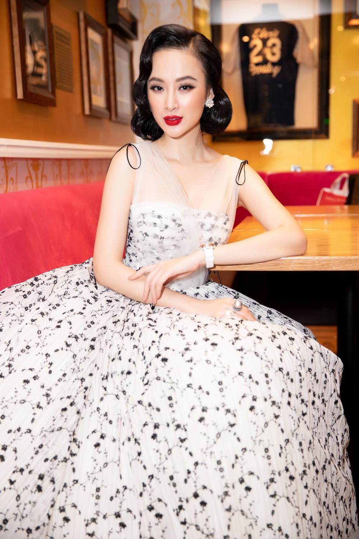 Liên tục thay đổi phong cách, Angela Phương Trinh hoá tiểu thư kiêu kì dự sự kiện - Ảnh 1.