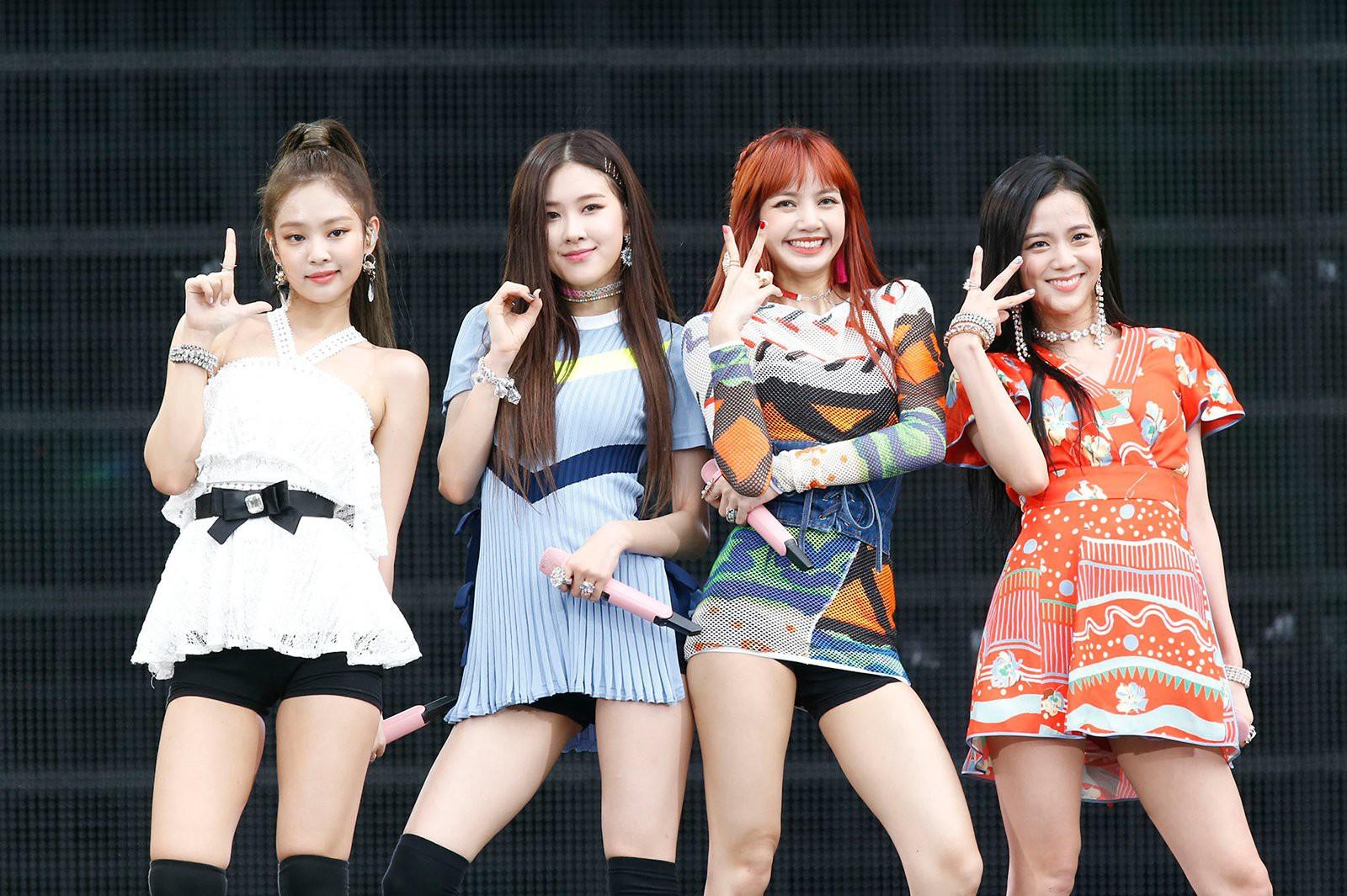 """Chỉ có thể là Jeon Ji Hyun, Sulli và Lisa (Black Pink): Thần thái """"thách thức"""" cả style vừa khó mặc lại lòe loẹt - Ảnh 11."""