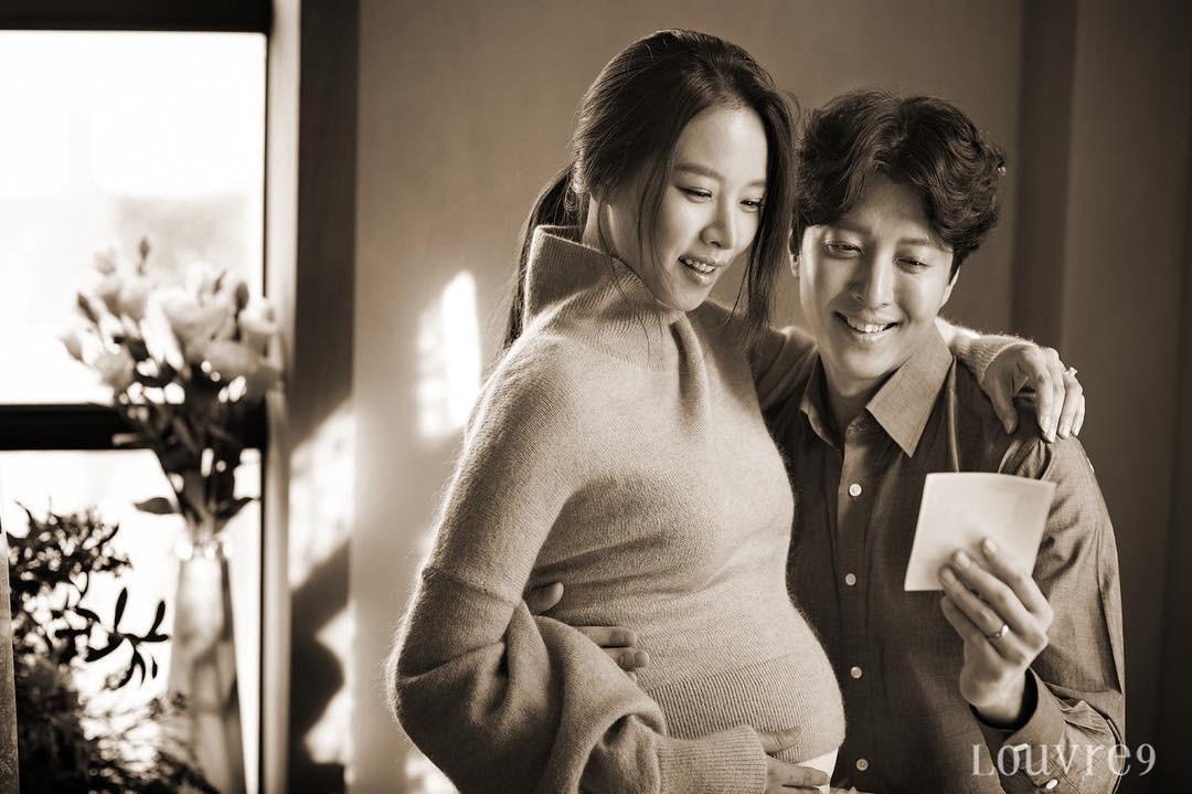 1 năm sau cưới, cặp đôi Lee Dong Gun và Jo Yoon Hee cuối cùng đã lộ diện bên con đầu lòng - Ảnh 3.