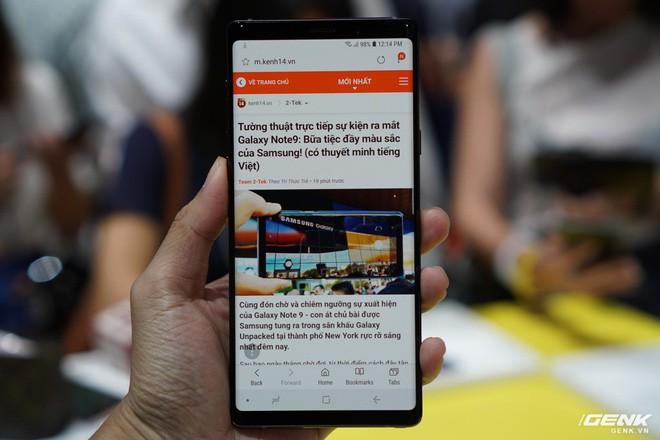 Ảnh thực tế Galaxy Note 9 vừa mới ra mắt: Có những gì đỉnh hơn người tiền nhiệm Note 8? - Ảnh 1.