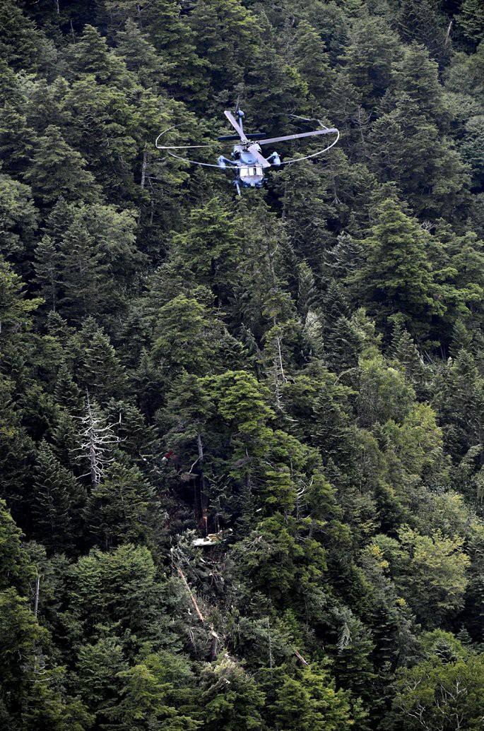 Trực thăng rơi tại miền trung Nhật Bản, ít nhất 8 người chết - Ảnh 1.