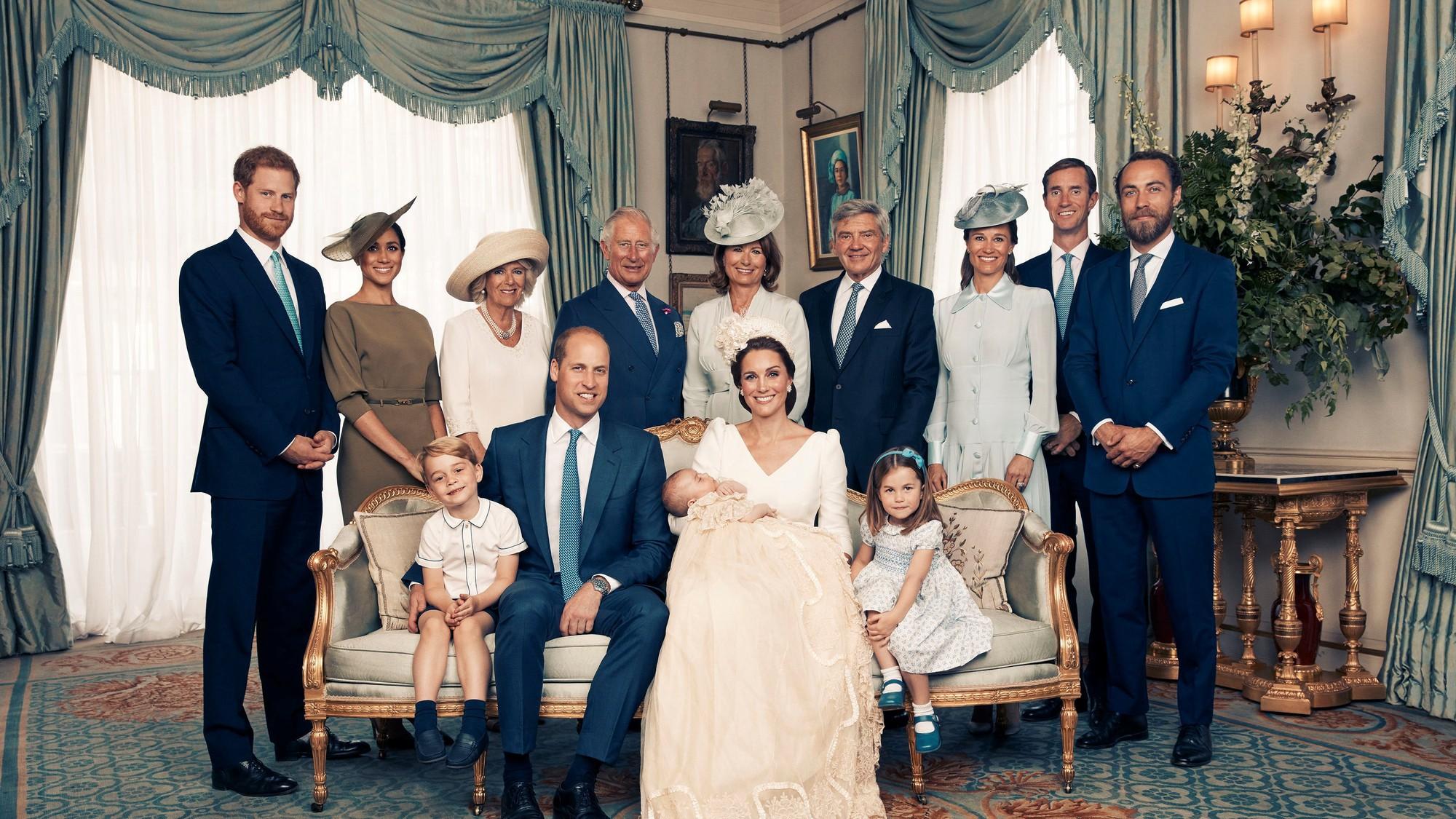 Chỉ mới 3 tháng làm dâu Hoàng gia nhưng Công nương Meghan Markle đã vướng không dưới 5 tranh cãi về trang phục - Ảnh 4.