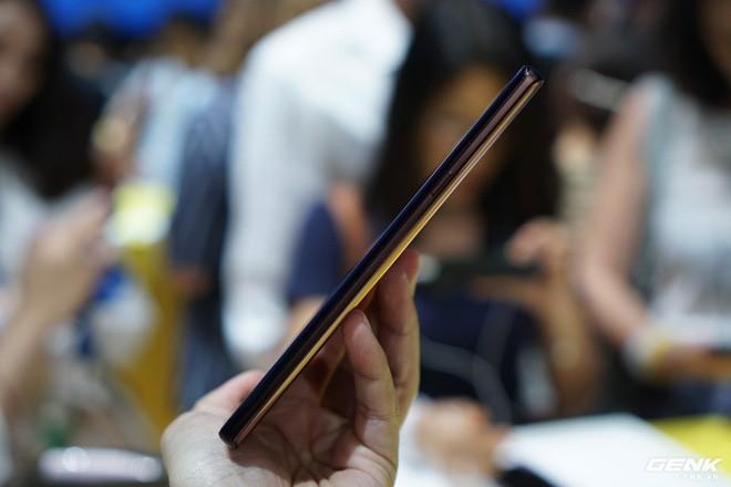 Ảnh thực tế Galaxy Note 9 vừa mới ra mắt: Có những gì đỉnh hơn người tiền nhiệm Note 8? - Ảnh 7.