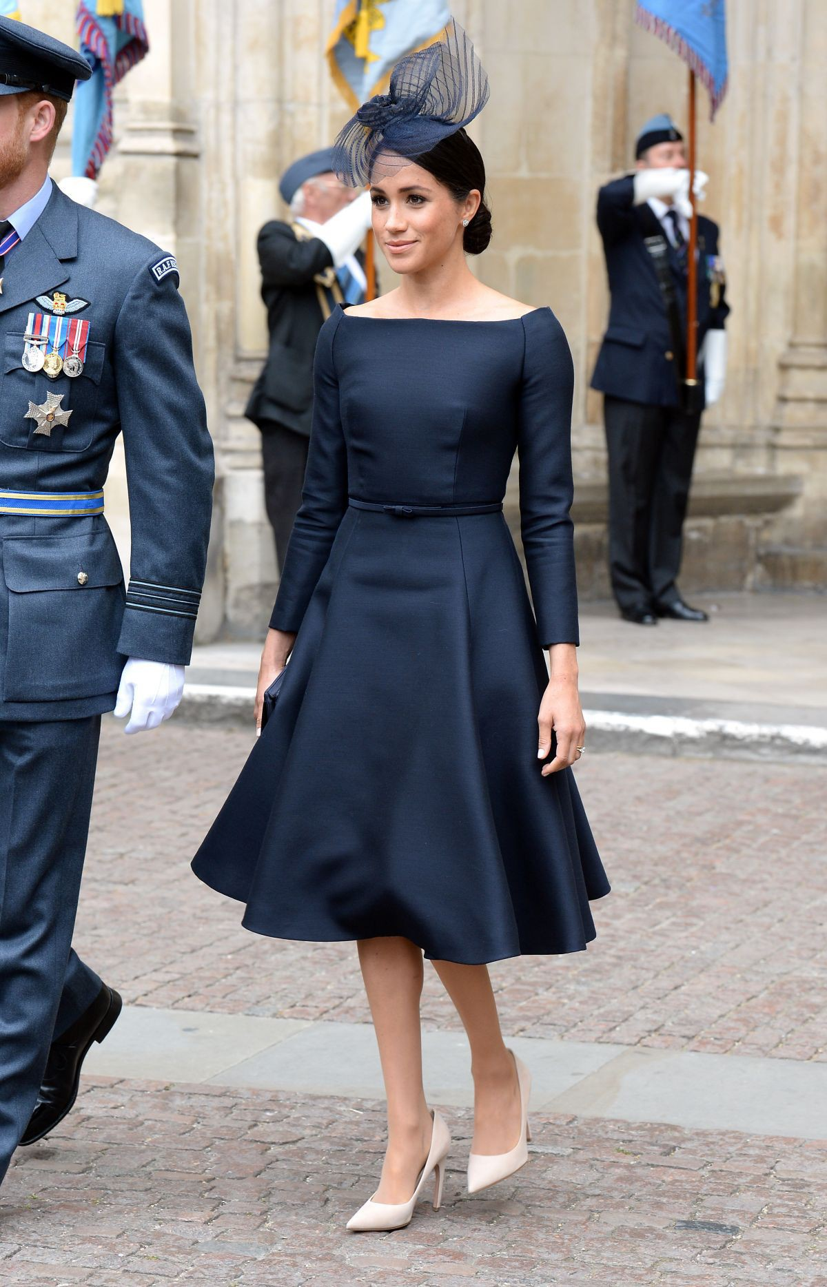 Chỉ mới 3 tháng làm dâu Hoàng gia nhưng Công nương Meghan Markle đã vướng không dưới 5 tranh cãi về trang phục - Ảnh 5.