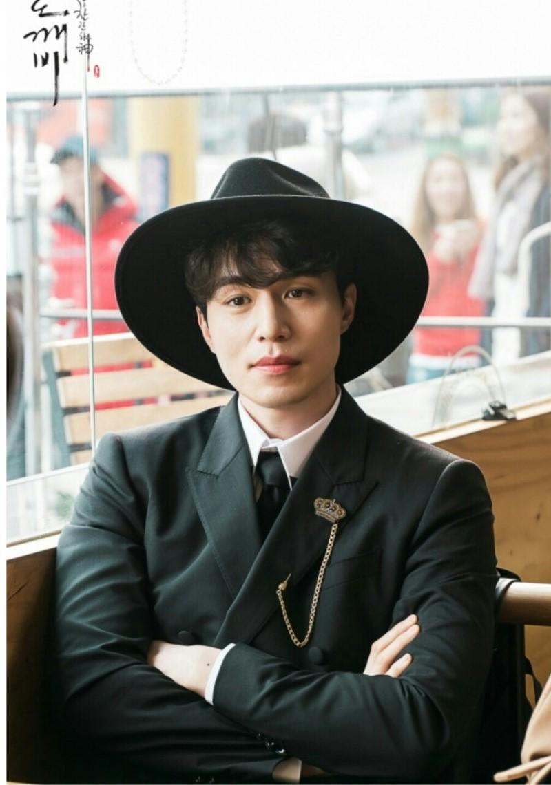 """""""Thần chết"""" Lee Dong Wook sở hữu ngoại hình điển trai đánh gục trái tim triệu cô gái."""