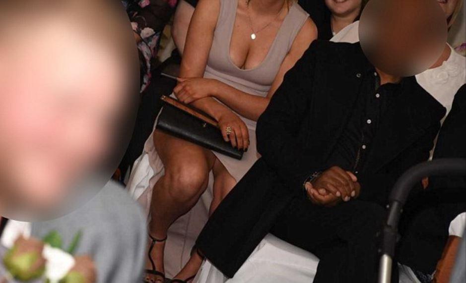 Háo hức chờ bộ ảnh ngày cưới, cặp đôi phẫn nộ khi nhận được toàn hình chụp mông, ngực phù dâu - Ảnh 2.