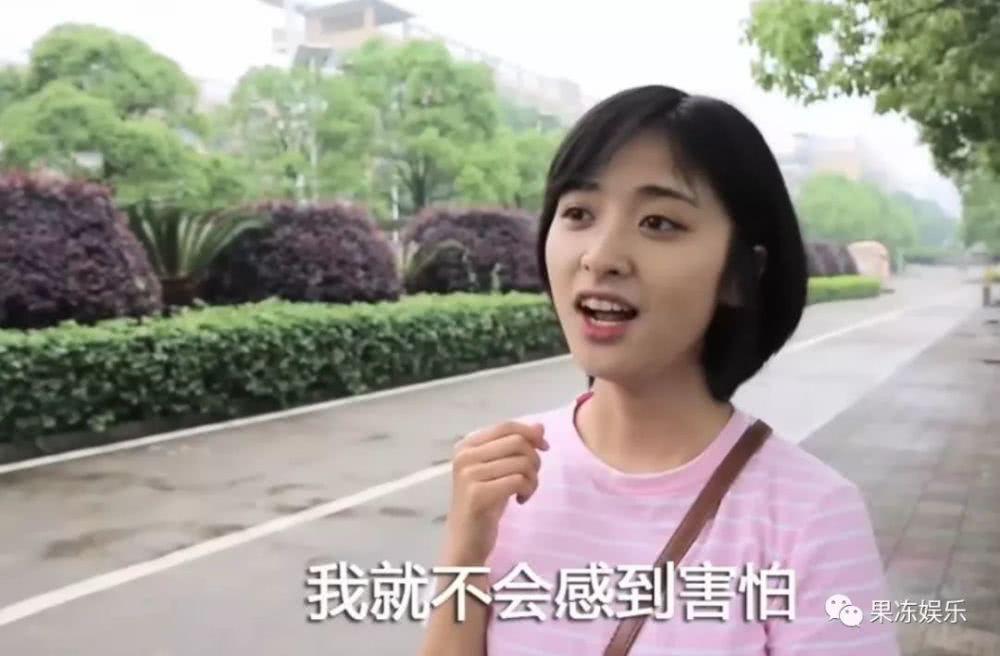 Bức ảnh gây tranh cãi: Sam Thái Thẩm Nguyệt là bản sao thời chưa niềng răng của Dương Mịch? - Ảnh 1.