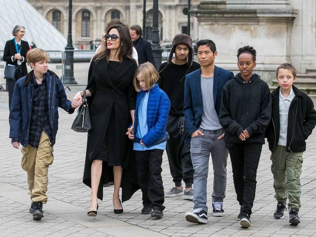 Angelina Jolie tìm cách bắt Brad Pitt trả thêm trợ cấp nuôi con vì đang gặp khó khăn về tiền nong - Ảnh 3.