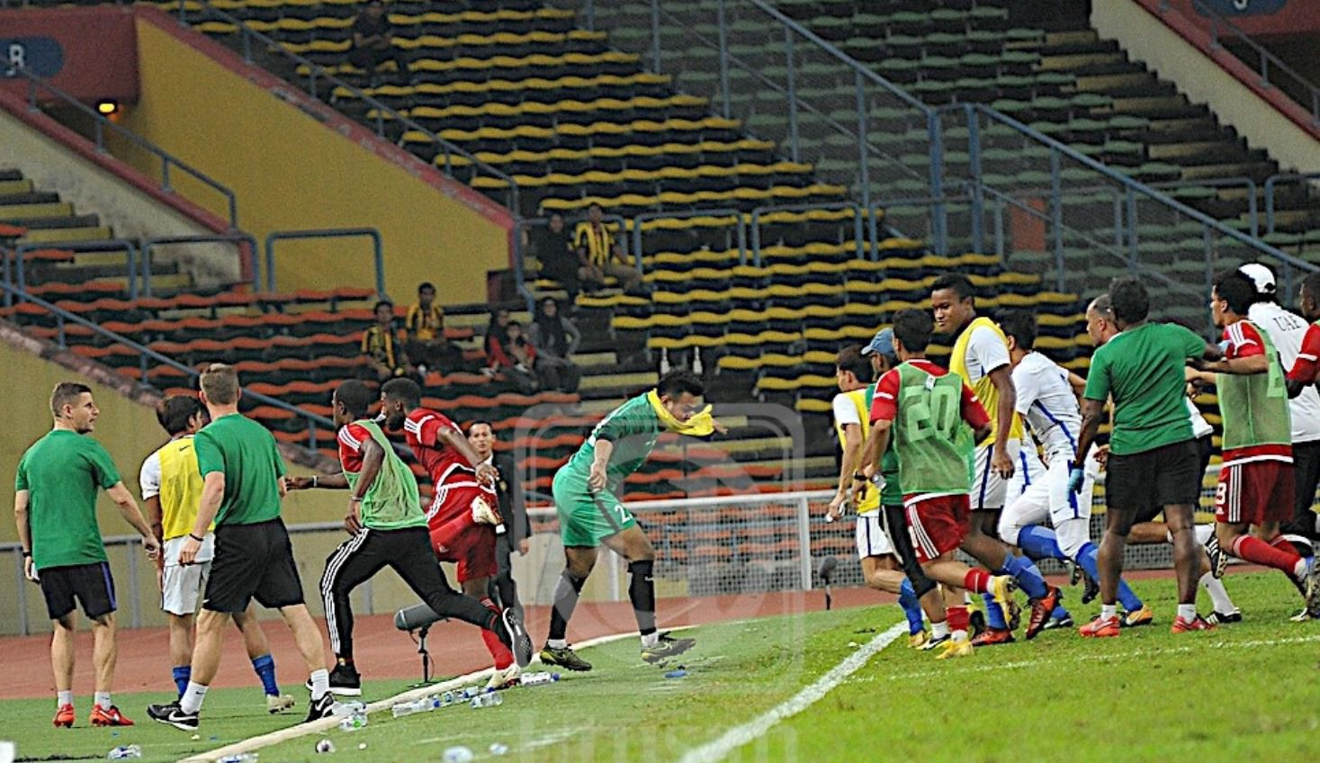 Chấn động trước thềm ASIAD: Olympic Malaysia hỗn chiến với Olympic UAE trong trận cầu xấu xí - Ảnh 3.