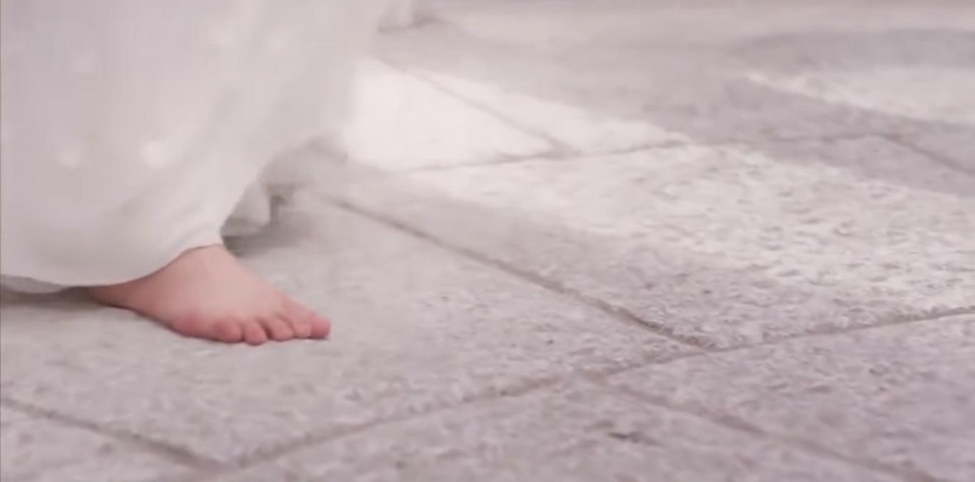 Khiến người ta vô tình nhớ đến những bước chân của Bạch Thiển ở Tru Tiên Đài