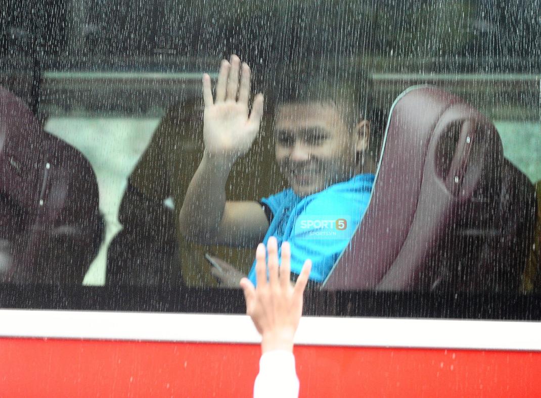 Khoảnh khắc đời thường của tuyển thủ Olympic Việt Nam trên xe buýt - Ảnh 5.