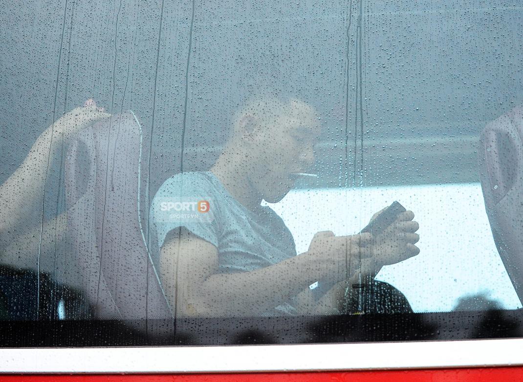 Khoảnh khắc đời thường của tuyển thủ Olympic Việt Nam trên xe buýt - Ảnh 10.