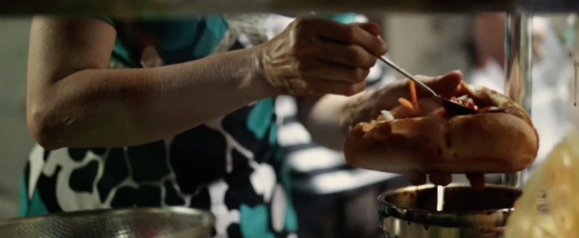 Bàn tay chan chứa yêu thương
