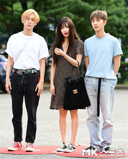 """Đụng hàng mà hơn đến 10 tuổi, """"chị Đẹp"""" Son Ye Jin vẫn lấn lướt HyunA vì khoe được lợi thế - Ảnh 1."""