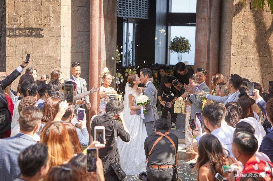 Đám cưới hot nhất Cbiz hôm nay: Trịnh Gia Dĩnh trao nụ hôn ngọt ngào cho bạn gái Hoa hậu trong hôn lễ triệu đô - Ảnh 3.