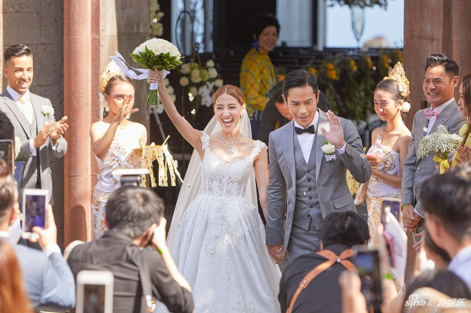 Đám cưới hot nhất Cbiz hôm nay: Trịnh Gia Dĩnh trao nụ hôn ngọt ngào cho bạn gái Hoa hậu trong hôn lễ triệu đô - Ảnh 2.