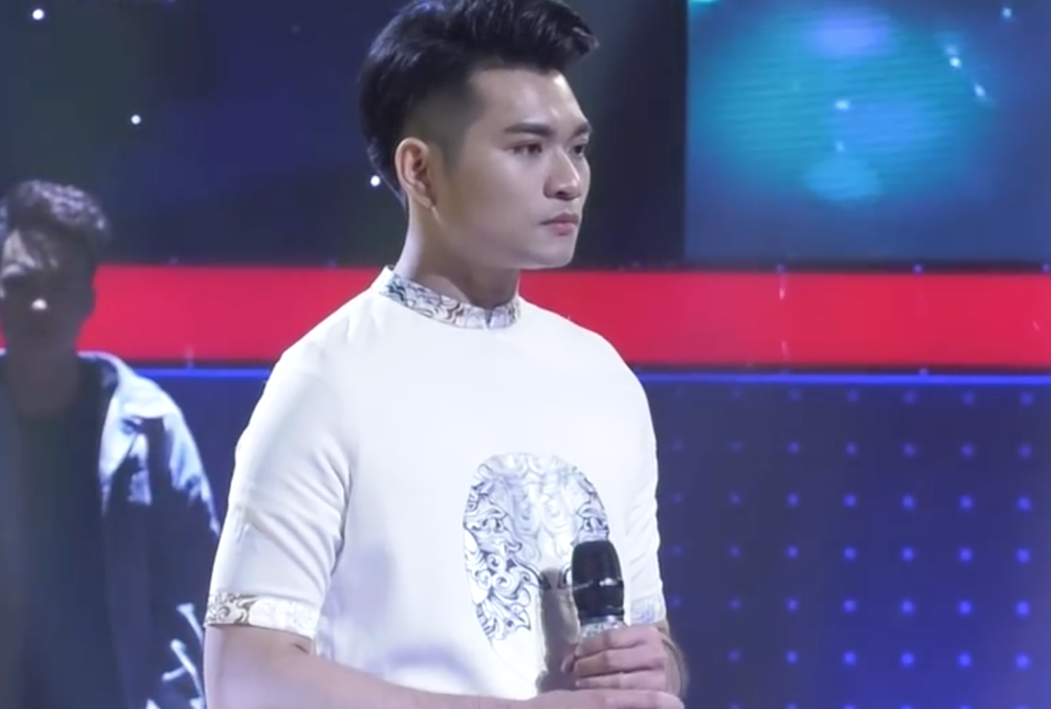 Giọng ải giọng ai: Trấn Thành trìu mến dõi theo màn song ca của Hari Won với thí sinh hát hay - Ảnh 12.