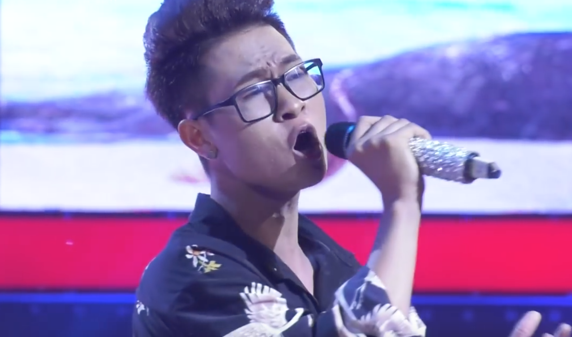 Giọng ải giọng ai: Trấn Thành trìu mến dõi theo màn song ca của Hari Won với thí sinh hát hay - Ảnh 9.