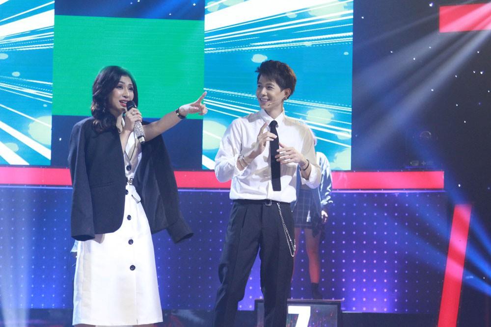 Giọng ải giọng ai: Trấn Thành trìu mến dõi theo màn song ca của Hari Won với thí sinh hát hay - Ảnh 19.