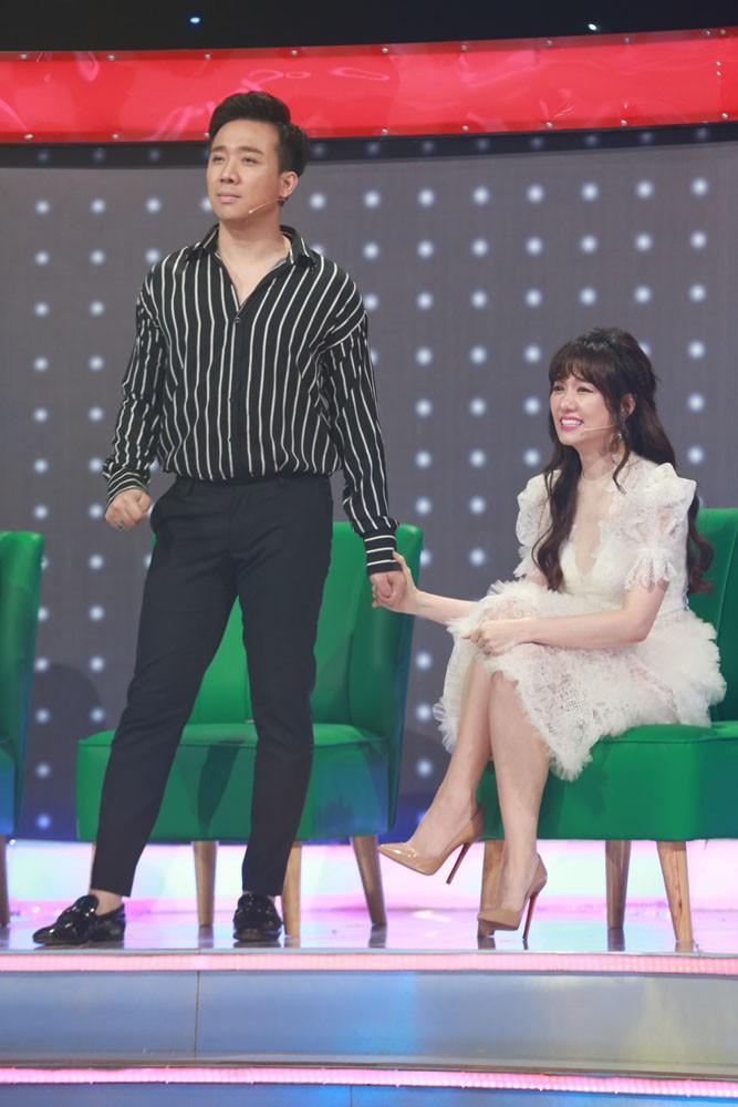 Giọng ải giọng ai: Trấn Thành trìu mến dõi theo màn song ca của Hari Won với thí sinh hát hay - Ảnh 4.