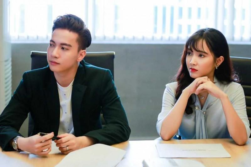 """Chuyện Linh từ một cô nhân viên bán hàng lên làm nhân viên """"xịn"""" của công ty Long cũng tạo cảm giác khiên cưỡng, cổ xúy văn hóa """"công ty gia đình""""?"""