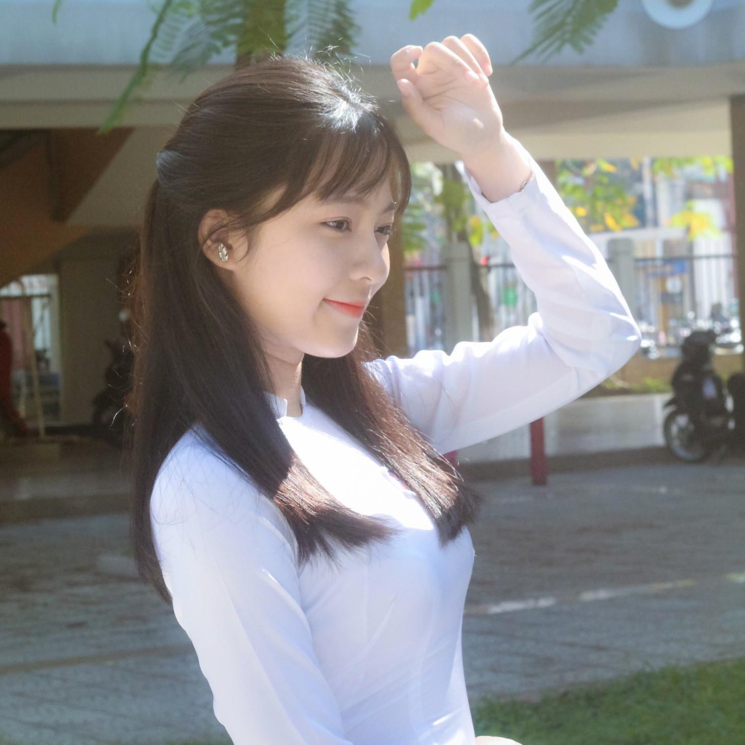 Chưa đến năm học mới, thiếu nữ Đà Nẵng đã gây sốt với bức ảnh diện áo dài xinh đẹp hơn nắng mai - Ảnh 1.