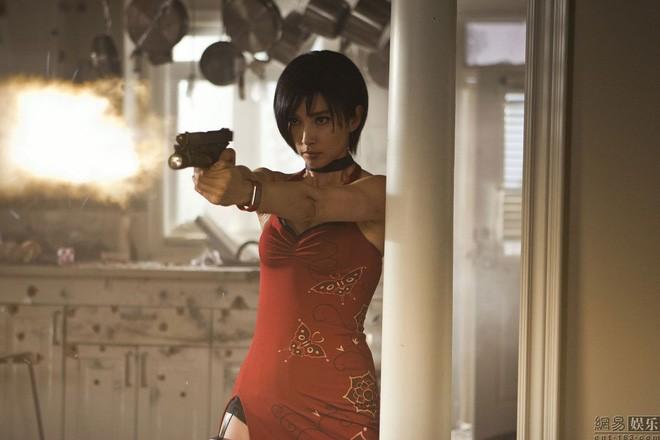 Vai đả nữ trong Resident Evil: Retribution 5