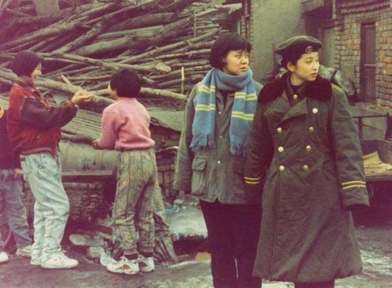 Vai diễn của Lý Băng Băng trong Tết đến về nhà (ngoài cùng bên trái).