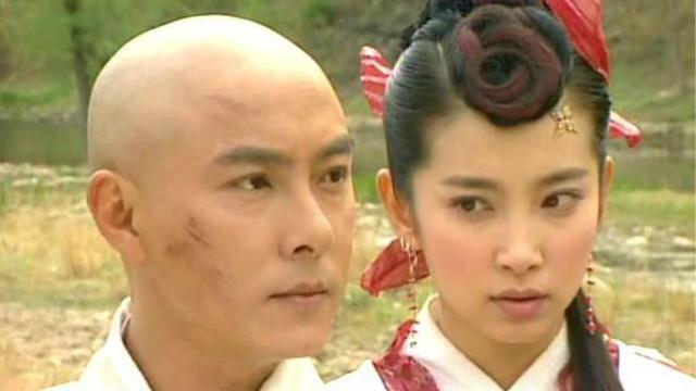 Trong phim cô sánh vai với Trương Vệ Kiện.