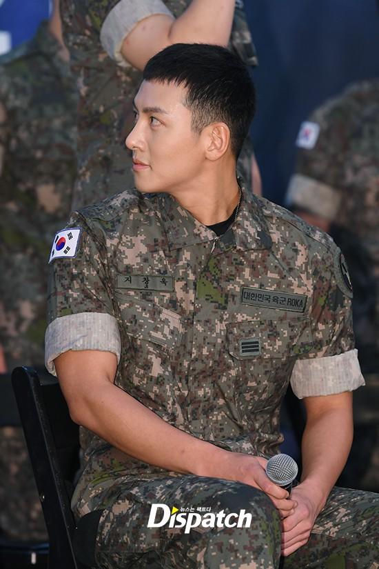 Để mặt mộc dự sự kiện quân đội, Ji Chang Wook gây xôn xao vì đẹp trai đến mức biến nam idol Kpop thành bạch tuộc - Ảnh 4.