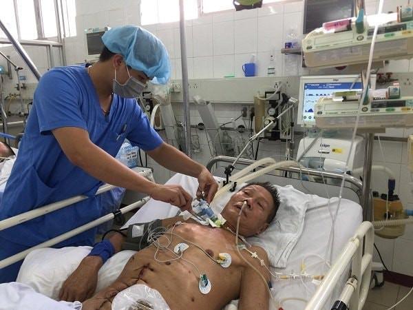 Con trai nghèo bất lực nhìn cả bố và mẹ đau đớn vì ung thư: Người nằm nhà, người ở viện chờ chết 1