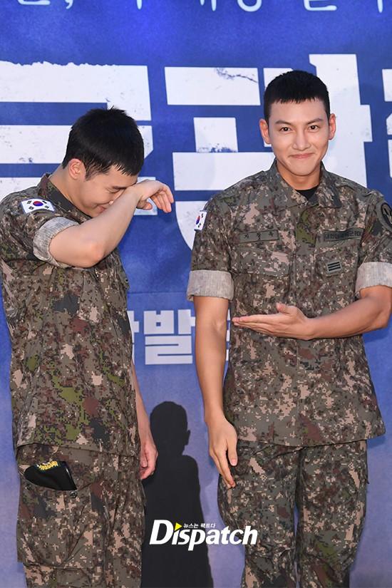 Để mặt mộc dự sự kiện quân đội, Ji Chang Wook gây xôn xao vì đẹp trai đến mức biến nam idol Kpop thành bạch tuộc - Ảnh 6.