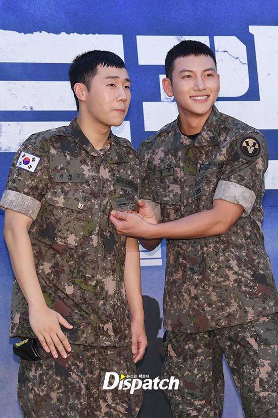Để mặt mộc dự sự kiện quân đội, Ji Chang Wook gây xôn xao vì đẹp trai đến mức biến nam idol Kpop thành bạch tuộc - Ảnh 5.