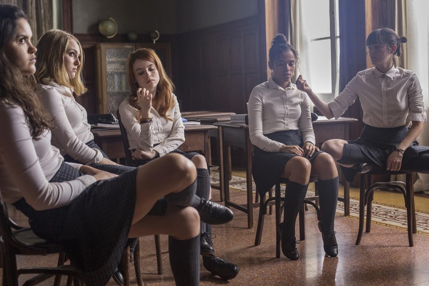 5 nữ sinh cá biệt là toàn bộ sĩ số của trường nội trú Blackwood – nghe tên đã thấy gở