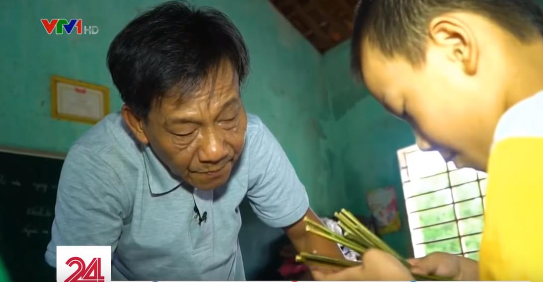 Lớp học hạnh phúc của thầy giáo nghèo ở Thừa Thiên Huế: Đôi chân không lành lặn dẫn bước những đứa trẻ vào đời - Ảnh 3.