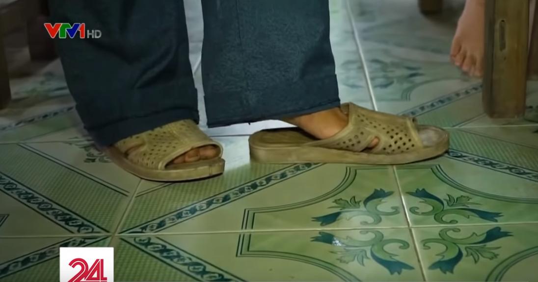Lớp học hạnh phúc của thầy giáo nghèo ở Thừa Thiên Huế: Đôi chân không lành lặn dẫn bước những đứa trẻ vào đời - Ảnh 6.