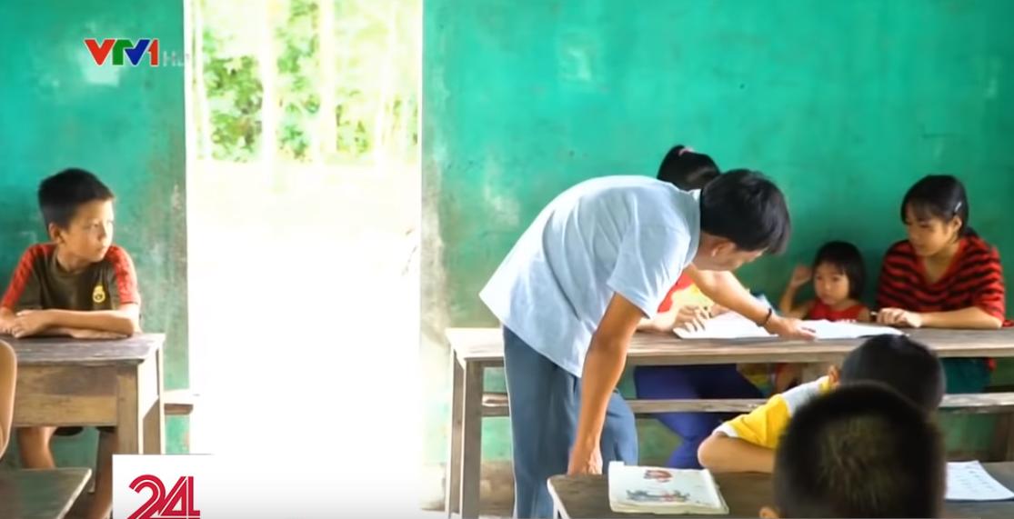 Lớp học hạnh phúc của thầy giáo nghèo ở Thừa Thiên Huế: Đôi chân không lành lặn dẫn bước những đứa trẻ vào đời - Ảnh 7.