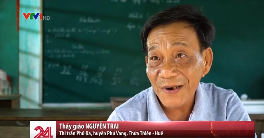 Lớp học hạnh phúc của thầy giáo nghèo ở Thừa Thiên Huế: Đôi chân không lành lặn dẫn bước những đứa trẻ vào đời - Ảnh 1.