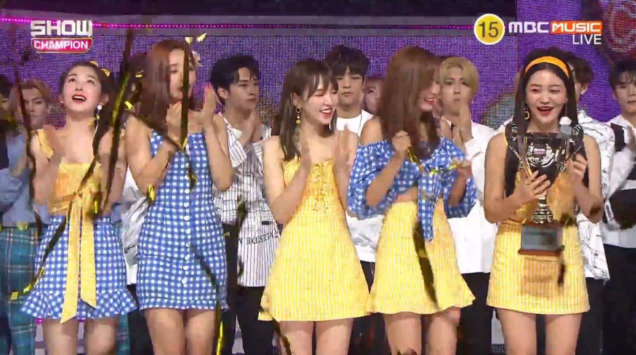 Giành chiến thắng trước iKON và TWICE, Red Velvet vừa hát vừa ăn bingsu ngon lành - Ảnh 3.