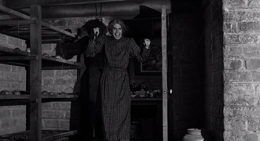 Mẹ của Ed Gein cũng chính là hình mẫu người mẹ đáng sợ của Norman Bates trong Psycho.