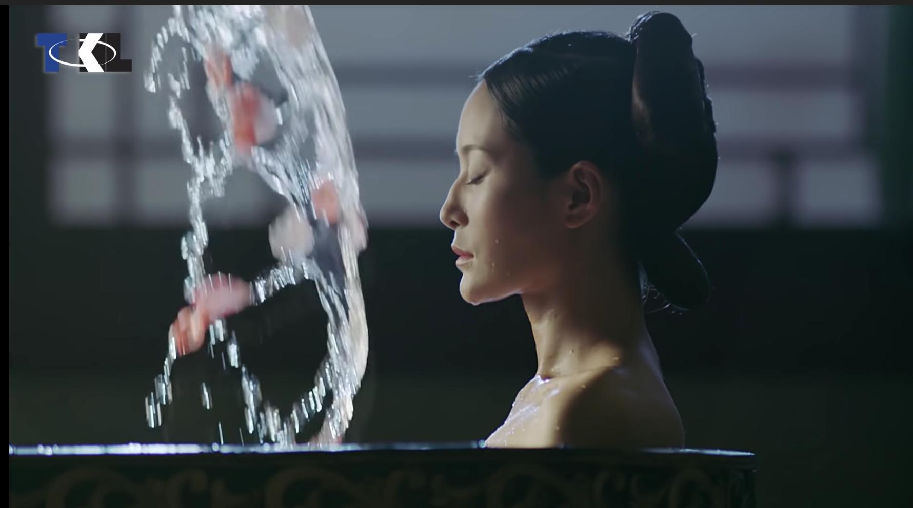 Caption: Nương nương tắm đêm để khỏi thị tẩm