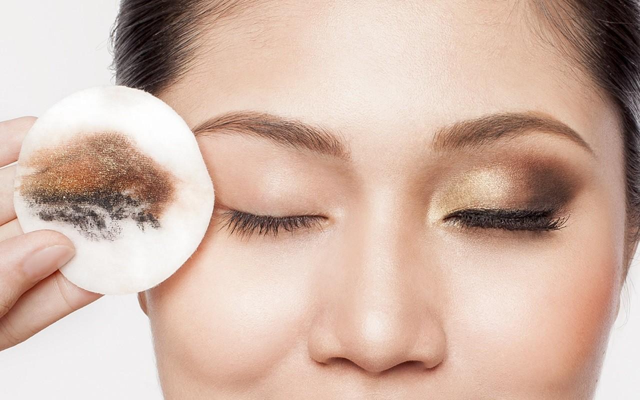 Những thói quen xấu gây ảnh hưởng nghiêm trọng đến thị lực mà nhiều người vẫn hay mắc phải - Ảnh 2.