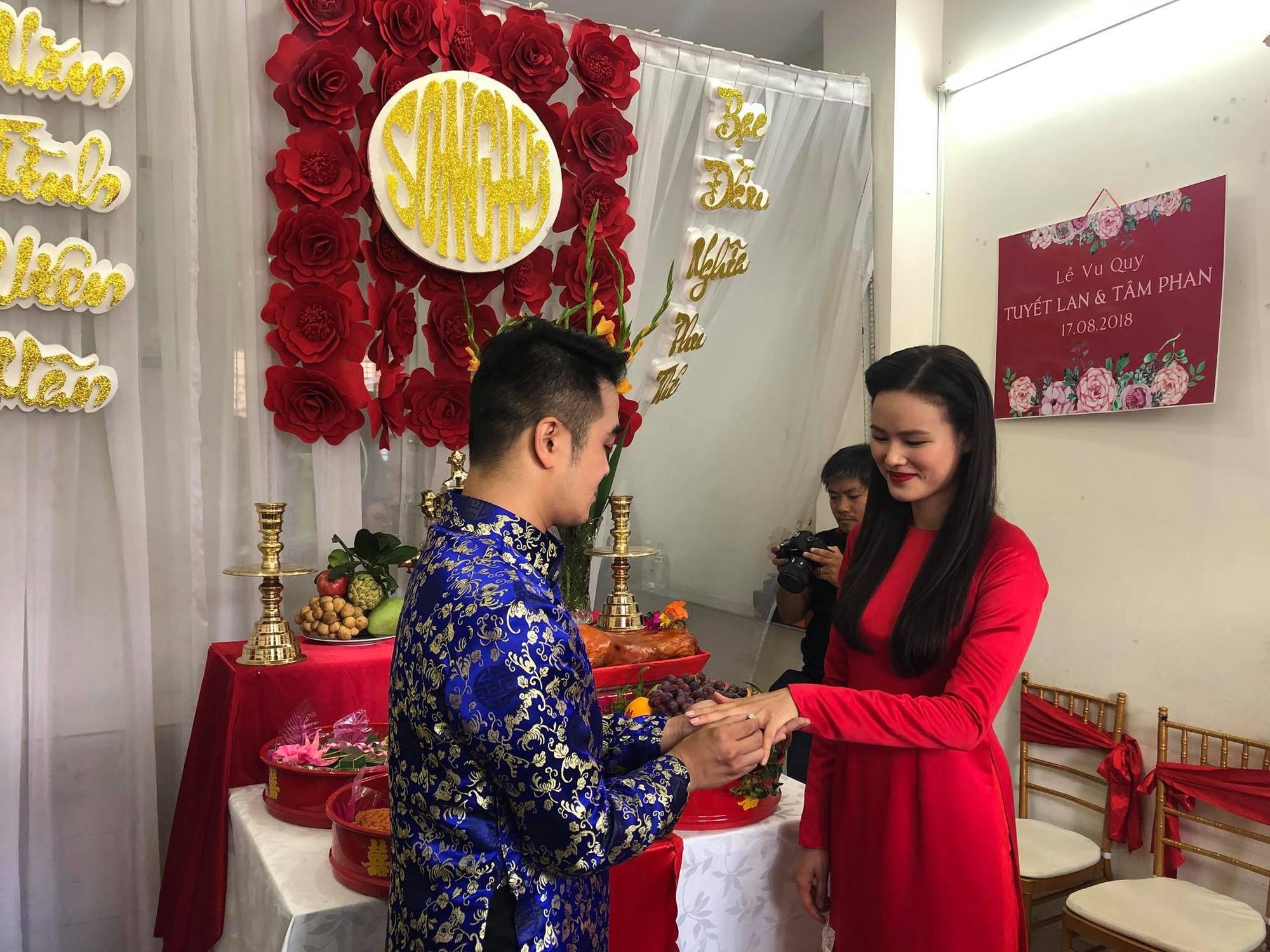 Vợ chồng Lê Thuý và dàn mẫu Next Top xuất hiện trong lễ đám hỏi của Tuyết Lan sáng nay - Ảnh 2.