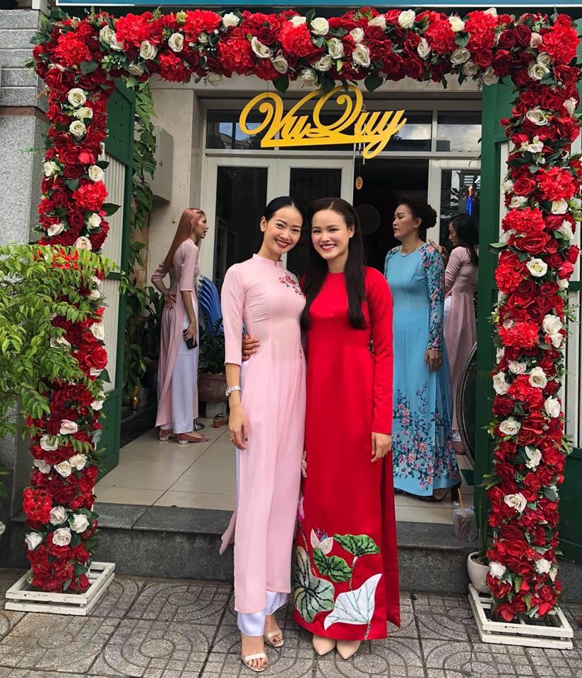 Vợ chồng Lê Thuý và dàn mẫu Next Top xuất hiện trong lễ đám hỏi của Tuyết Lan sáng nay - Ảnh 4.