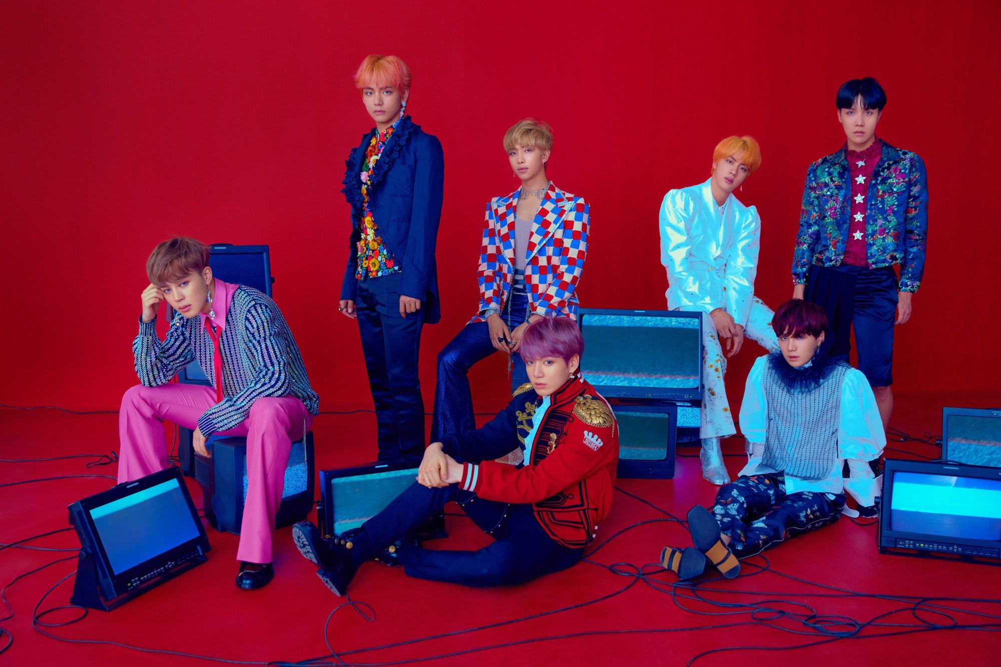 Giải mã bộ ảnh Love Yourself: Answer: Bạn có nhận ra các huyền thoại qua trang phục của từng thành viên BTS? - Ảnh 1.