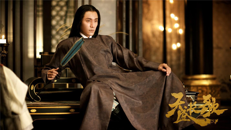 Lục hoàng tử Ninh Dịch bề ngoài tỏ ra không quan tâm chuyện triều chính, tranh đoạt ngôi vị, nhưng bên trong ngấm ngầm tạo thế lực.