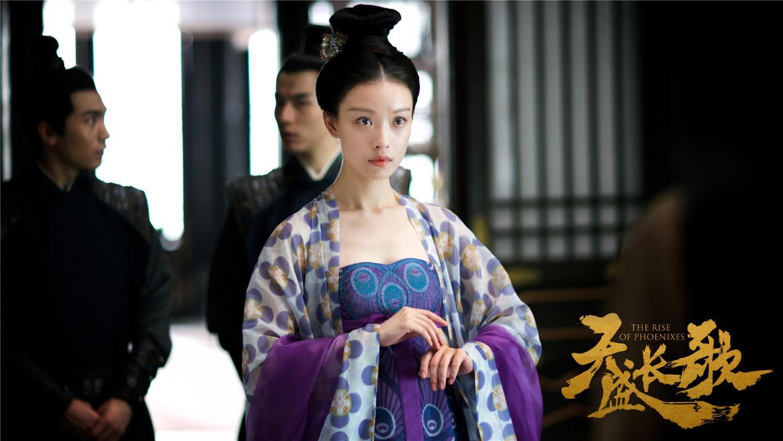 Phượng Tri Vi (Nghê Ni đóng) có thân phận éo le, là công chúa tiền triều, phải sống nhờ ở Thu Phủ, bị chọn làm thế thân thay cho tiểu thư nhà họ Thu để gả cho Sở Vương Ninh Dịch.