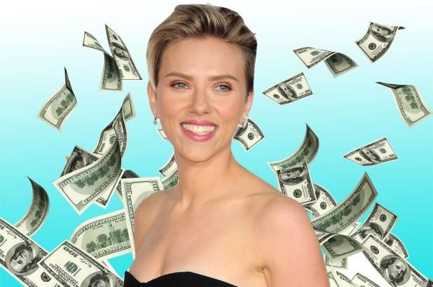 Scarlett Johansson soán ngôi Emma Stone để trở thành sao nữ kiếm tiền giỏi nhất năm